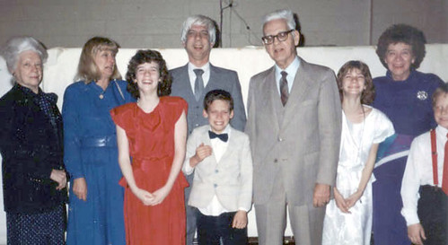 1989 - Family photo at Vicky's Confirmation