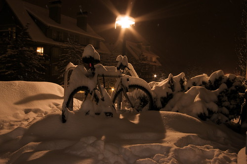 A snowy night in Vancouver by tyfn.