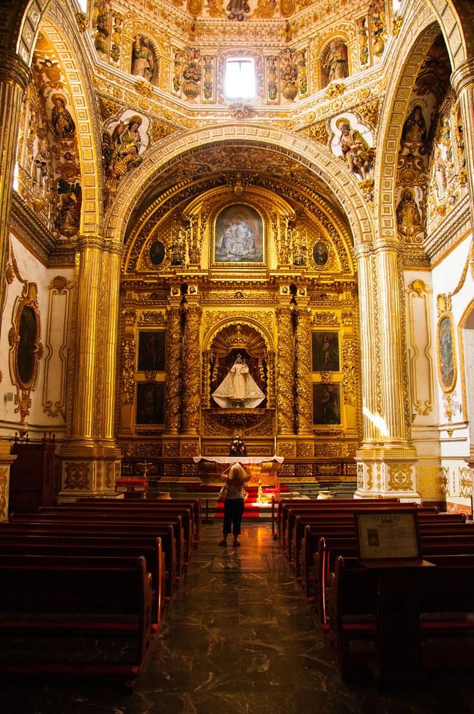 Inside the church of Santo Domingo