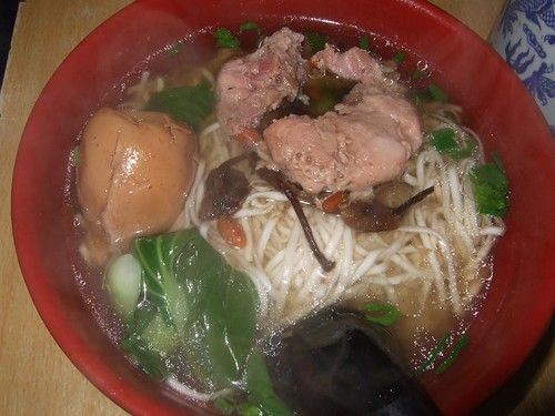 Chinese noodles with egg and meat