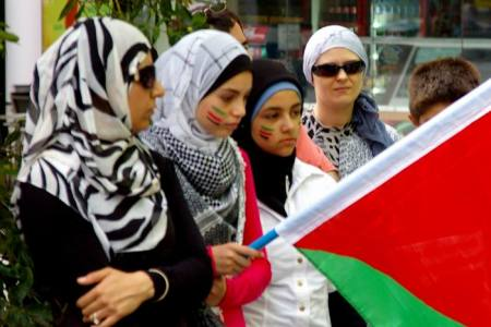 Photo by Ted Riethmuller of women protesting at Brisbane square on 29 Dec '08 the attacks on Gaza