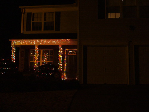 Id really like to expand next year - add some more icicle lights to the garage and maybe add some more lights to the bushes.