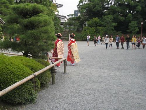 geishas at nijo-jo