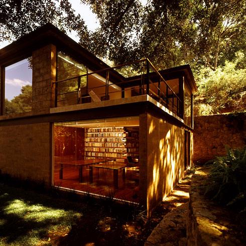 2547161153 1491079e39 Casa Aquino by Augusto Fernandez Mas