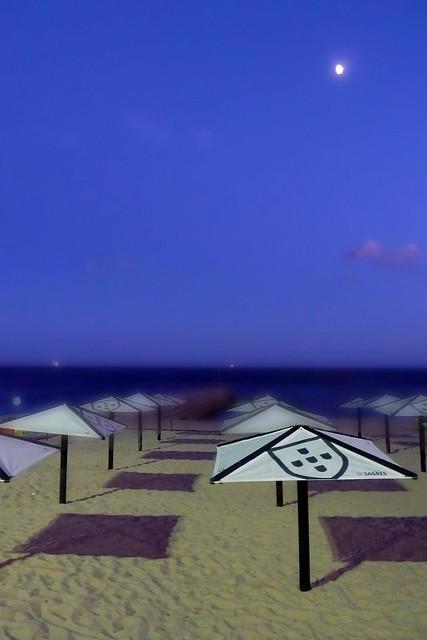 Une nuit sur la plage (Estoril, Portugal) - Photo : Gilderic