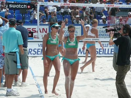 Maria Clara e Carolina ganham da Alemanha e terminam o World Series 13 em terceiro lugar.