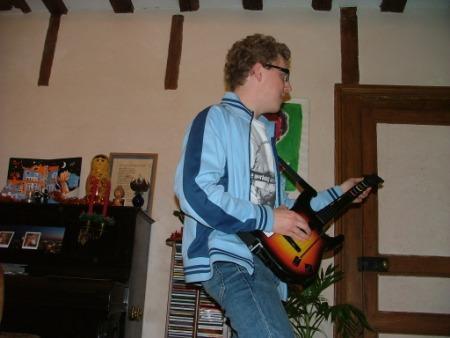 Moi sur Guitar Hero