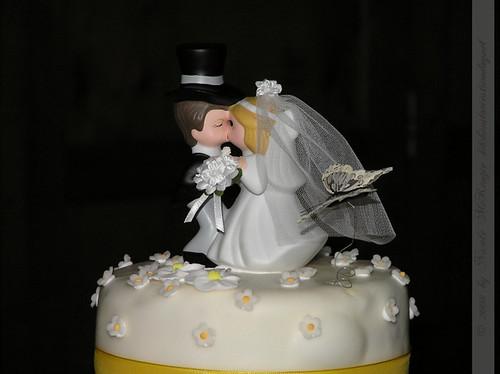 Hochzeitstorte mit Brautpaar