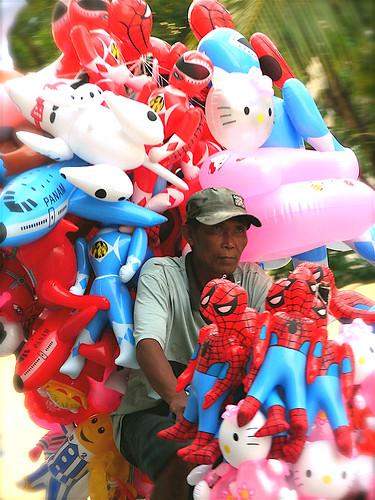 Malabon,Metro Manila toy vendor, inflatables, bike, bicycle, street man Buhay Pinoy Philippines Filipino Pilipino  people pictures photos life Philippinen   balloon