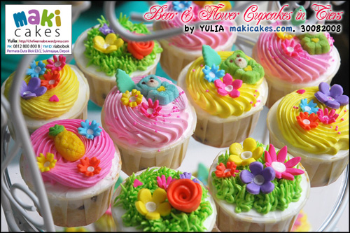 Bear & Flower Cupcakes in Tiers_ - Maki Cakes
