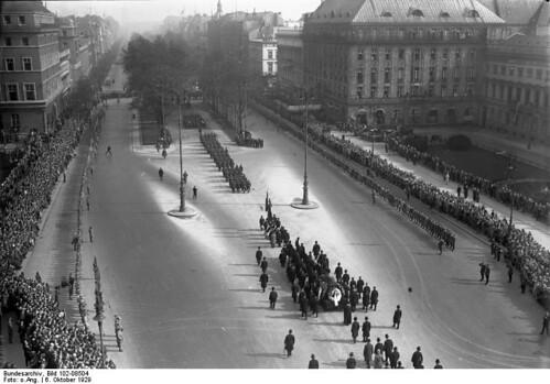 Stresemann burial, passing Hotel Adlon