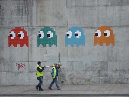 Pac Man People in Bilbao (by mbaltstiel)