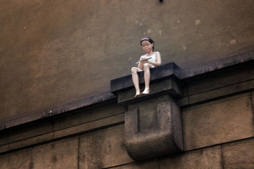 The Girl on the Wall (la petite fille sur le mur) - Photo : Gilderic