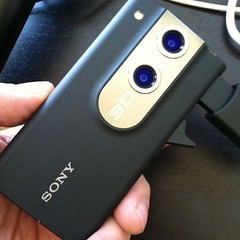 New toy just arrived: 3D Sony Bloggie. Will try it out as soon as it is charged.