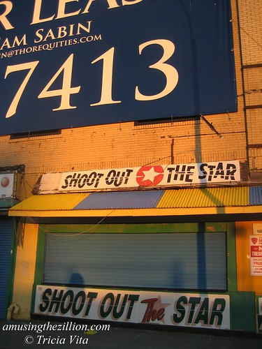The Henderson Building: Thor Equities banner dwarfs Shoot out the Star. Photo © Tricia Vita/me-myself-i via flickr