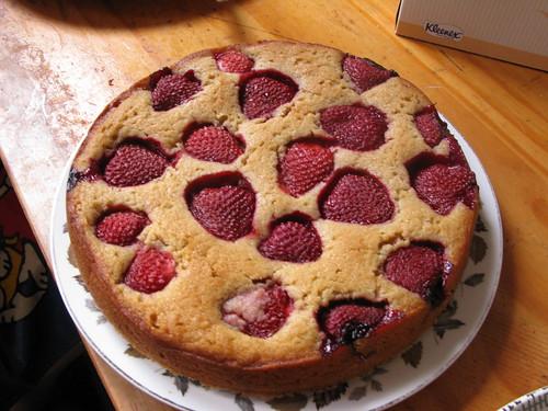 strawberry and cardamom cake