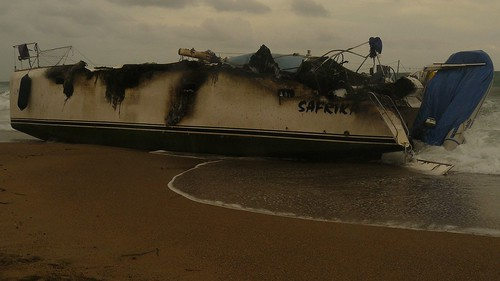 Catamarán varado