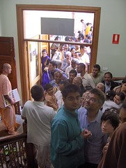 The waiting line to the prasadam hall