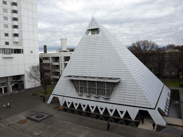 ピラミッド校舎 13