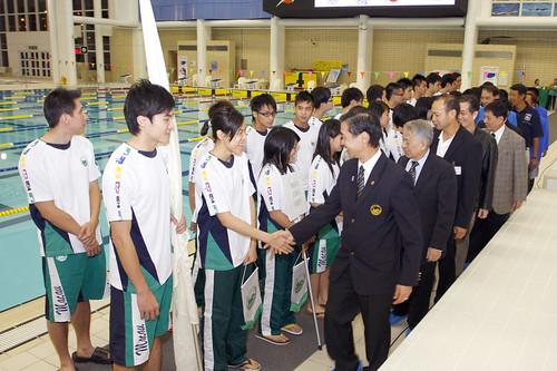 47HKM12港澳代表隊負責人向運動員行握手禮