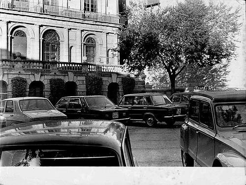 Coches en la Plaza del Ayuntamiento, años 80. Foto Eduardoasb en Flickr.com