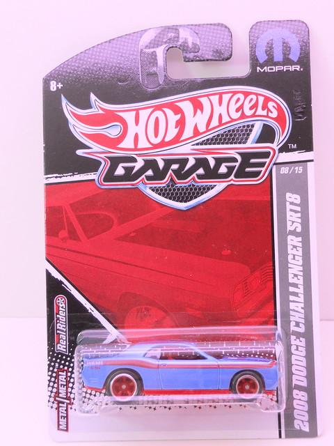 hot wheels garage 2008 dodge challenger srt8 blue (1)
