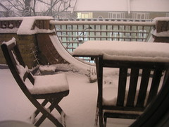 Balcony furniture and snow, 1 Feb 2009