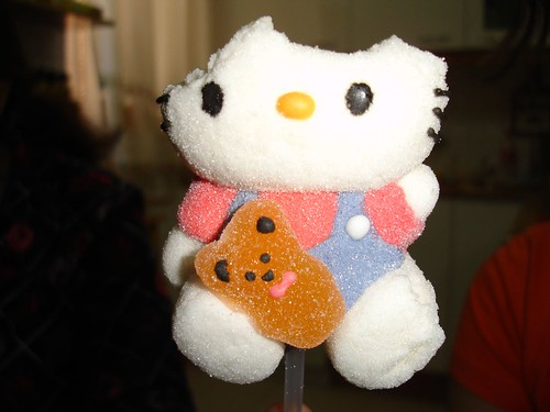 Hello Kitty devorada sin piedad