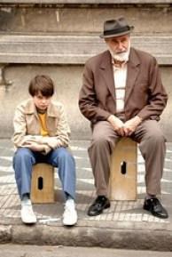 michel-joelsas-e-germano-haiut-in-una-scena-del-film-l-anno-in-cui-i-miei-genitori-andarono-in-vacanza-59790
