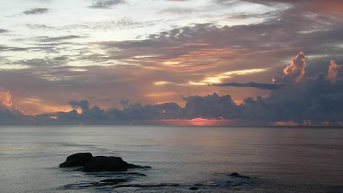 21.太陽悄悄的從海面冒出 (1)