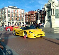 Ferrari_amarillo