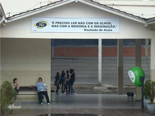 Escola inspira alunos com mensagens de Machado de Assis