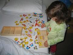 Camilla gioca al gioco degli orsetti