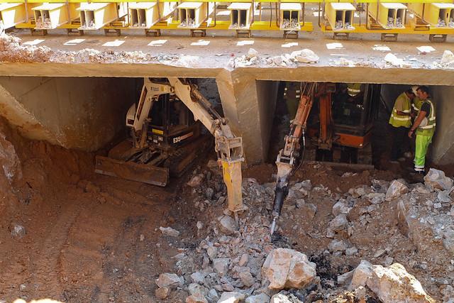 Cajón hincado en Triangle Ferroviari - Detalle de los trabajos en el interior del cajón - 12-05-11