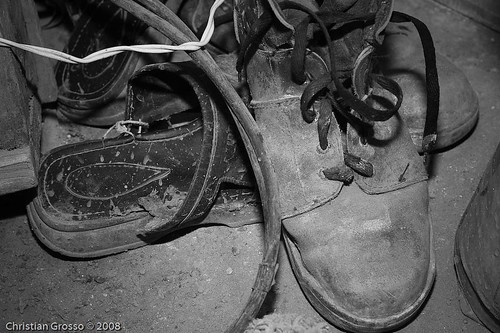 """Zapatos • <a style=""""font-size:0.8em;"""" href=""""http://www.flickr.com/photos/20681585@N05/2678071373/"""" target=""""_blank"""">View on Flickr</a>"""