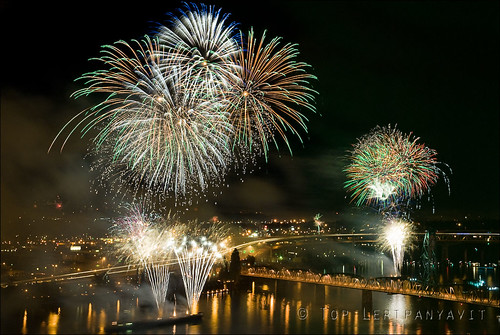 Portland fireworks and Hawthorne Bridge II