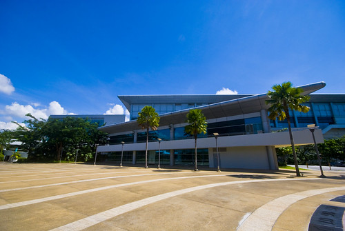 Nanyang Auditorium. Taken with Sigma 10-20mm, 1/400, f/10.0, ISO 200.