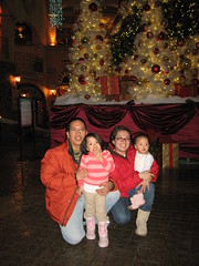 la familia @ the Havana Tower Lobby area