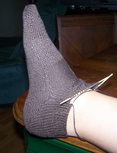 NO holes & what a nice, neat heel!  ;)