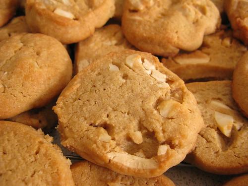 vegan white chocolate chip cookies