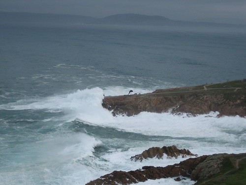 Waves crashing from Torre de Hercules