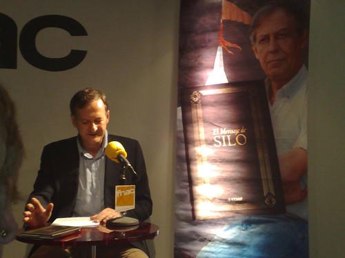 Maxi Elegido presentando El Mensaje de Silo en la Fnac de Bilbao