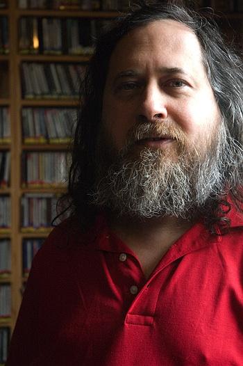 """""""Enseñar a los niños el uso de software libre en las escuelas, formará individuos con sentido de libertad."""" (Richard M. Stallman). Stallman es el padre del """"Software Libre"""": inició el movimiento con el """"Manifiesto GNU"""" en 1983, y la FSF en 1985."""