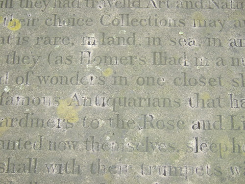Text on the top of John Tradescants sarcophagus