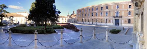 Plaza San Diego, frente a la Universidad