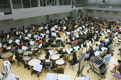 The large orchestra of Yale and CCOM musicians play Mahler under Yongyan Hu