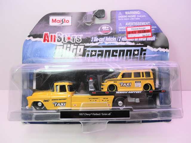 maisto allstars elite transport '57 chevy transport scion xb taxi (1)
