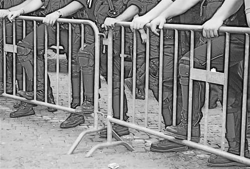 Foto di Valentina Perniciaro _senza casa al Campidoglio, circondati dai servi di Stato_