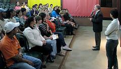 Na palestra para funcionários, o Professor Emerick apresentou a palestrante