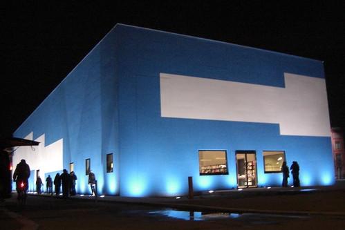 Temporäre Kunsthalle Berlin bei Nacht